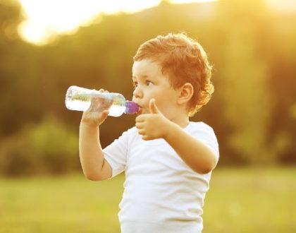 Pitný režim dítěte – nenutit, ale nabízet